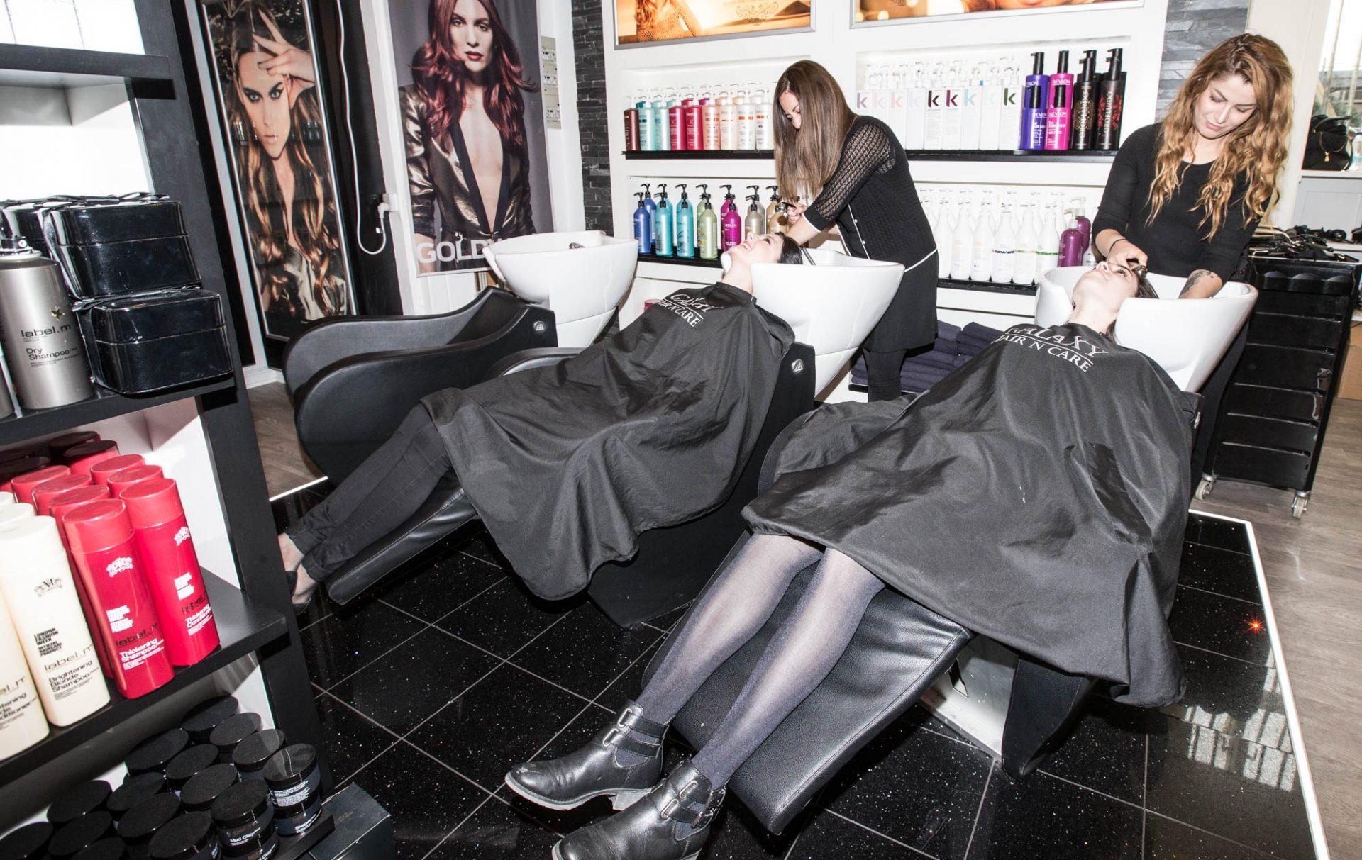 Frisørsalon Valby, Frederiksberg, Hvidovre, kunder ligger ned og får vasket håret