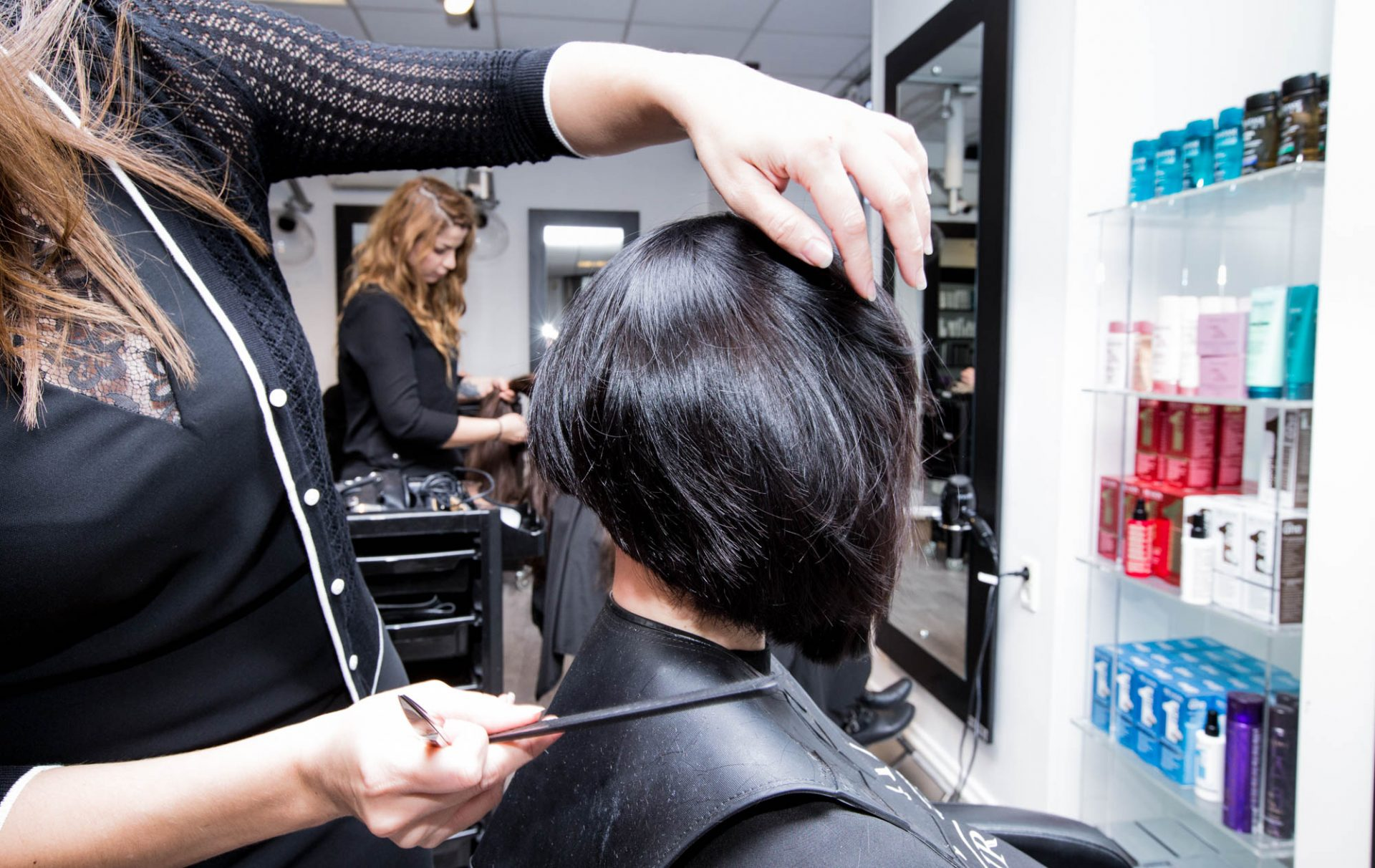 Frisørsalon Valby, Frederiksberg, Hvidovre, kunde får klippet håret